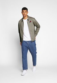 Tommy Jeans - CASUAL JACKET - Korte jassen - stone - 1