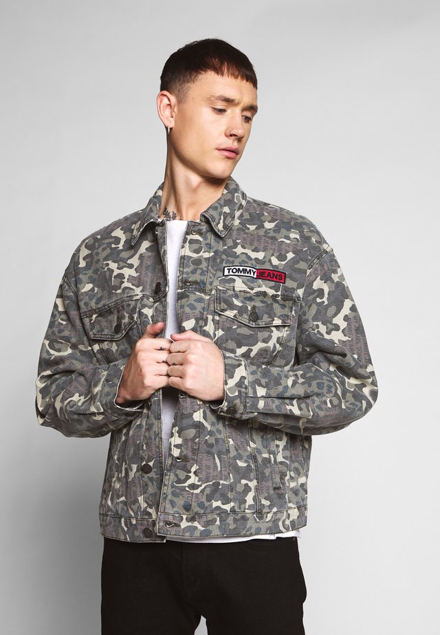 CAMO TRUCKER JACKET - Giacca di jeans - green