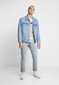 Tommy Jeans - OVERSIZE TRUCKER JACKET - Denim jacket - flag - 1