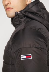 Tommy Jeans - TJM BASIC HD JACKET  - Zimní bunda - black - 4