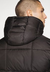 Tommy Jeans - TJM BASIC HD JACKET  - Zimní bunda - black - 5