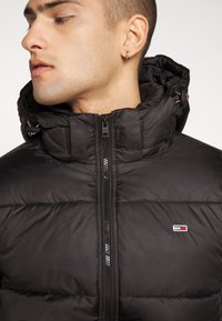 Tommy Jeans - TJM BASIC HD JACKET  - Zimní bunda - black - 7