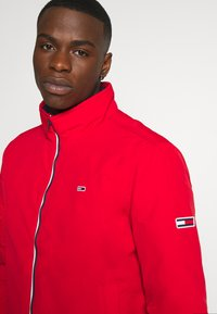 Tommy Jeans - ESSENTIAL PADDED JACKET - Jas - deep crimson - 3