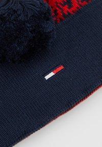 Tommy Jeans - TJW POM POM DEGRADE FLAG BEANIE - Lue - blue - 4