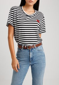 Tommy Jeans - FLAG INLAY BELT - Riem - brown - 1