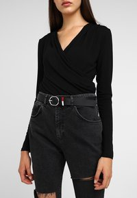 Tommy Jeans - FLAG INLAY BELT - Riem - black - 1