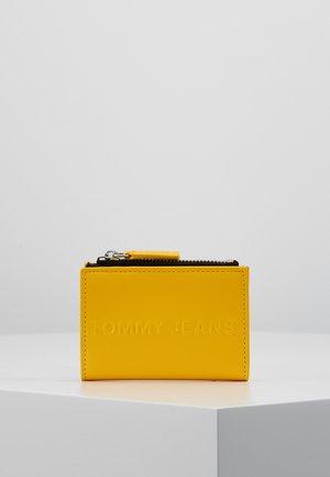 BOLD COIN POCKET - Lompakko - yellow