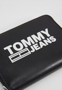 Tommy Jeans - TEXTURE WALLET - Peněženka - black - 2