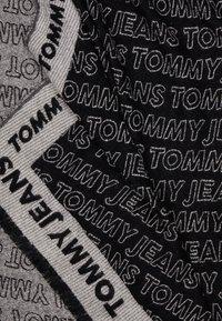 Tommy Jeans - ALLOVER LOGO SCARF - Sjal - black - 2