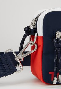 Tommy Jeans - ITEM CROSSOVER - Across body bag - multi - 5