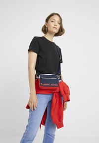 Tommy Jeans - ITEM CROSSOVER - Across body bag - multi - 1