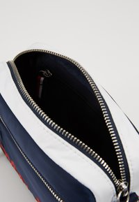 Tommy Jeans - ITEM CROSSOVER - Across body bag - multi - 4
