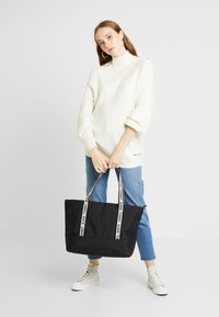 Tommy Jeans - LOGO TAPE TOTE - Shopper - black - 1