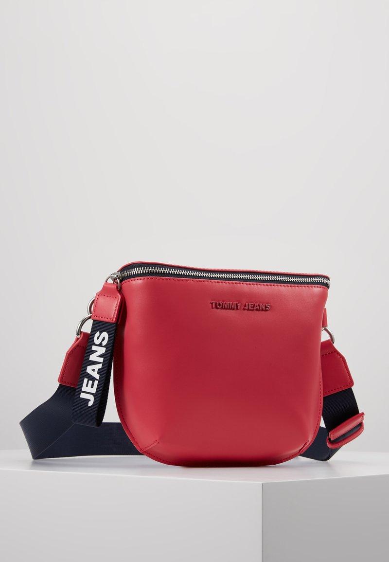 Tommy Jeans - FEMME BUMBAG - Bältesväska - claret red