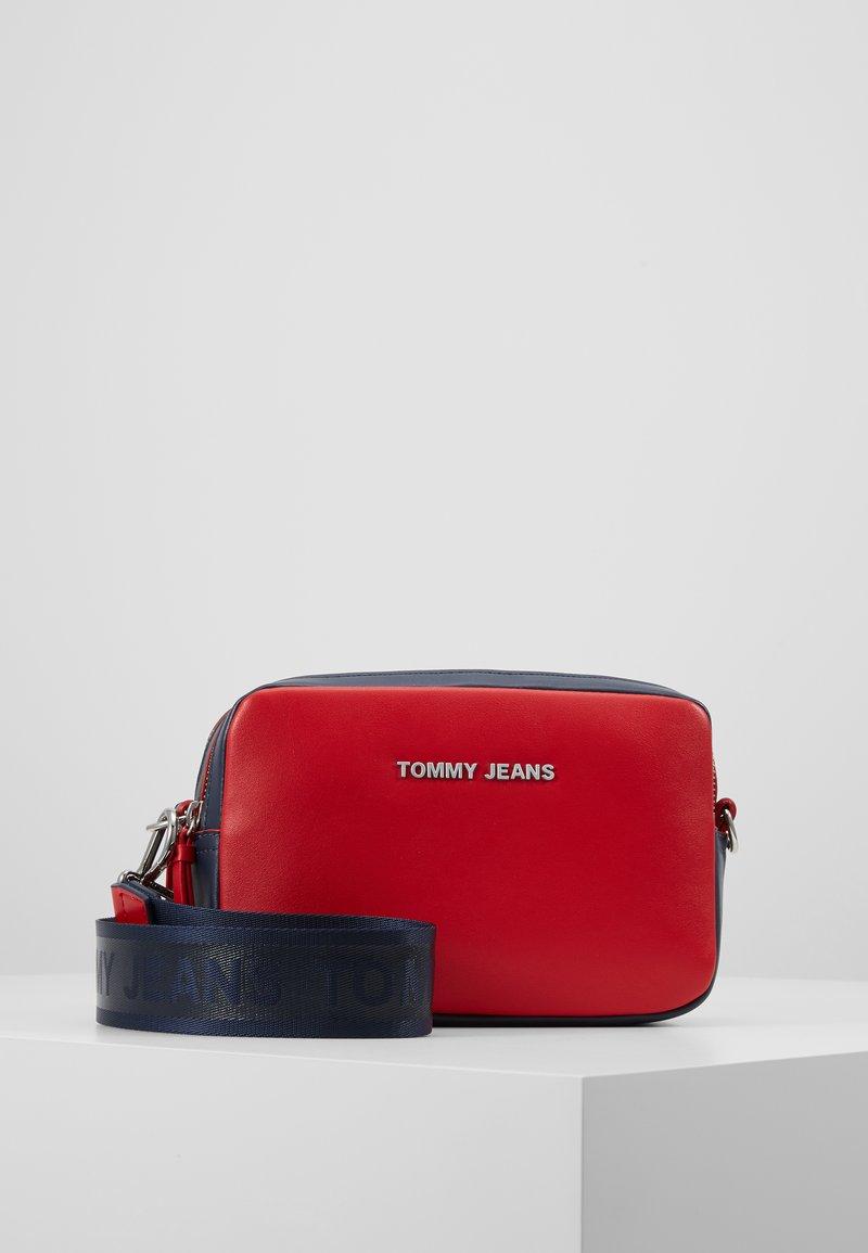 Tommy Jeans - FEMME CROSSOVER - Skulderveske - red