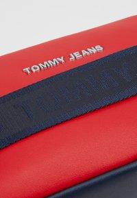 Tommy Jeans - FEMME CROSSOVER - Skulderveske - red - 2