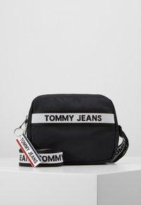 Tommy Jeans - LOGO TAPE CROSSOVER - Umhängetasche - black - 0