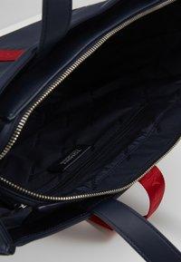 Tommy Jeans - MODERN TWIST TOTE - Velká kabelka - blue - 4