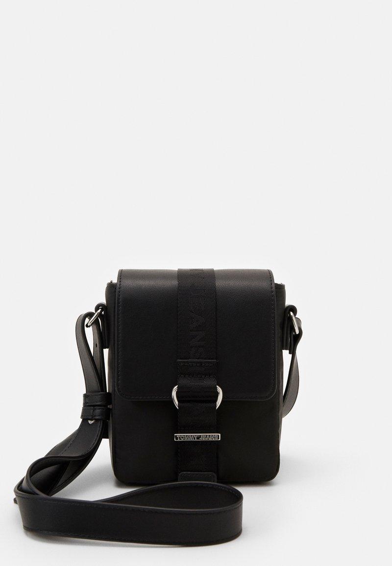 Tommy Jeans - MODERN TWIST CROSSOVER - Across body bag - black