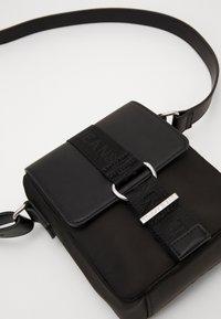 Tommy Jeans - MODERN TWIST CROSSOVER - Across body bag - black - 3
