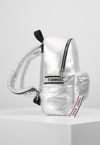 Tommy Jeans - LOGO TAPE BACKPACK - Mochila - silver - 3