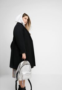 Tommy Jeans - LOGO TAPE BACKPACK - Mochila - silver - 1