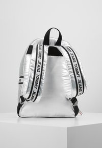 Tommy Jeans - LOGO TAPE BACKPACK - Mochila - silver - 2