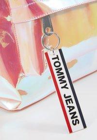 Tommy Jeans - LOGO TAPE MINI BACKPACK - Batoh - orange - 5