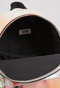 Tommy Jeans - LOGO TAPE MINI BACKPACK - Batoh - orange - 3