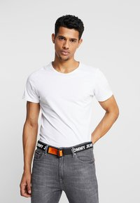 Tommy Jeans - ROLLER WEBBING BELT  - Pásek - black/orange - 1