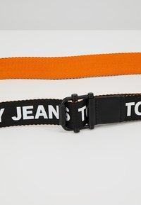 Tommy Jeans - ROLLER WEBBING BELT  - Pásek - black/orange - 4