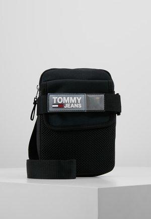 URBAN  REPORTER - Across body bag - black