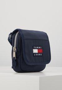 Tommy Jeans - HERITAGE FLAP CROSSOVER - Torba na ramię - blue - 4