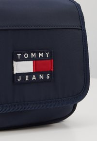 Tommy Jeans - HERITAGE FLAP CROSSOVER - Sac bandoulière - blue - 2