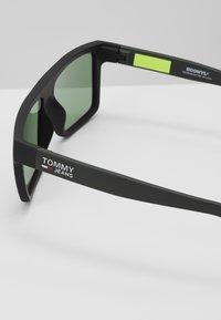 Tommy Jeans - Sluneční brýle - black/green - 2