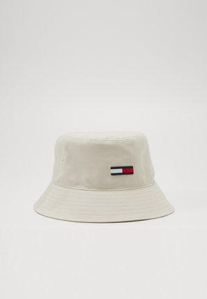FLAG BUCKET HAT - Klobouk - beige