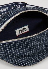 Tommy Jeans - LOGO TAPE RIPSTOP BUMBAG - Ledvinka - blue - 5