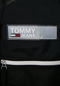Tommy Jeans - URBAN SLING BAG - Skulderveske - black - 5