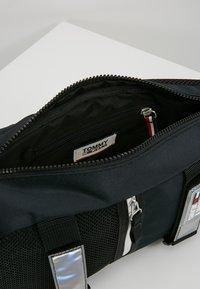 Tommy Jeans - URBAN SLING BAG - Skulderveske - black - 4