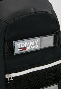 Tommy Jeans - URBAN SLING BAG - Skulderveske - black - 8
