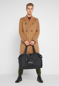 Tommy Jeans - COOL CITY DUFFLE - Sportstasker - black - 1