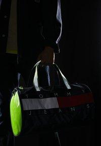 Tommy Jeans - HERITAGE DUFFLE - Torba sportowa - multi-coloured - 5