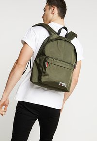 Tommy Jeans - COOL CITY BACKPACK - Zaino - green - 1