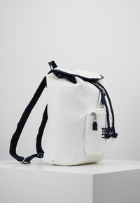 Tommy Jeans - HERITAGE BACKPACK - Ryggsekk - white - 4