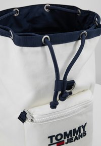 Tommy Jeans - HERITAGE BACKPACK - Plecak - white - 5