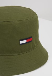 Tommy Jeans - FLAG BUCKET HAT - Hut - green - 6