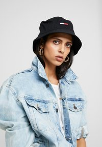 Tommy Jeans - FLAG BUCKET HAT - Hoed - black - 3