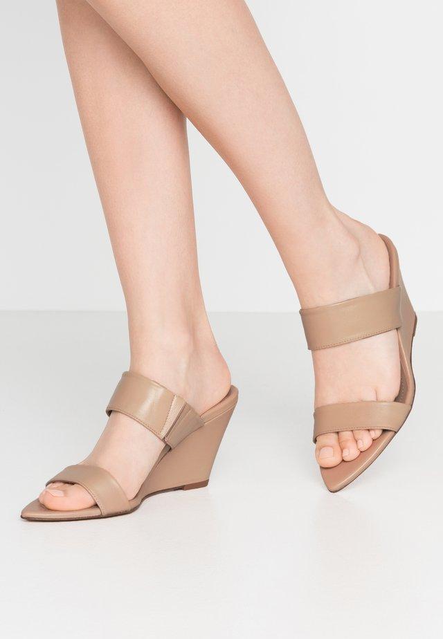 Pantofle na podpatku - creta