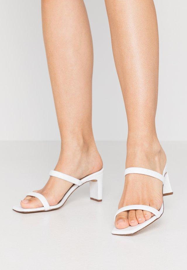 Pantolette hoch - coco flavio blanco