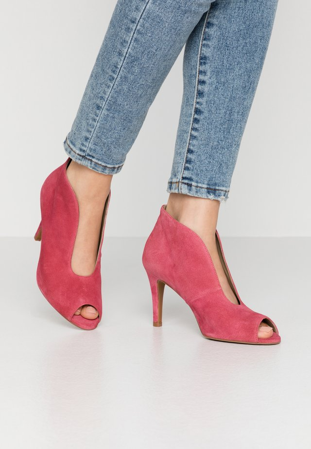 High heeled ankle boots - rosado